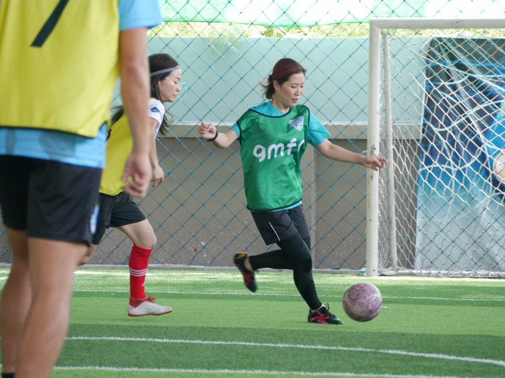 バンコクで女性も気軽にフットサルをプレーできます